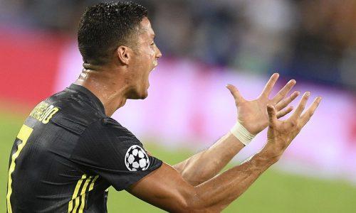 VIDEO – Cristiano Ronaldo e il gesto che fa discutere alla fine di Juventus-Ajax