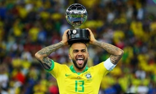 Dani Alves, giocatore importante nella conquista della Coppa America ma ancora senza squadra
